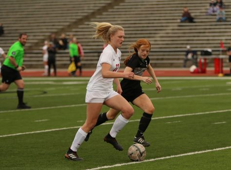 Photo Gallery/RECAP: Girls soccer faces first loss against Wildcats