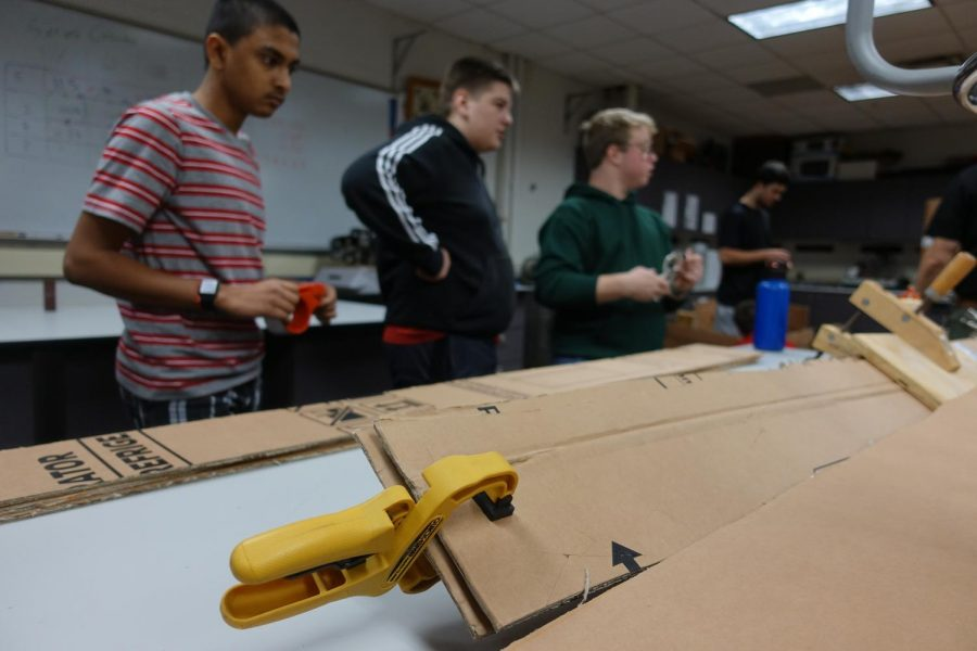 Engineering+students+construct+boats+in+Principles+of+Engineering+class.