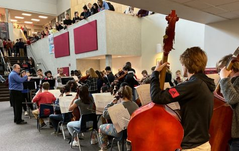 """Orchestra Performs Annual """"Flash Mob Concert"""" In Landing"""