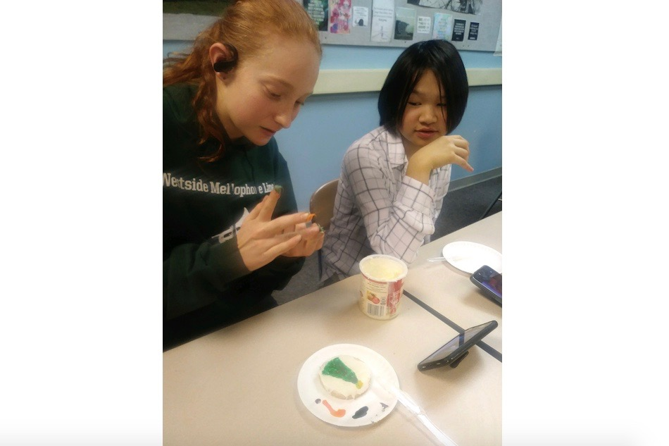 Students decorate cookies at the German club meeting on Thursday, Dec. 12.