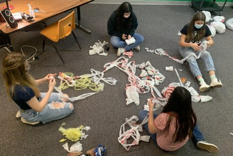 Service Learning Council Helps the Homeless with Sustainable Craft