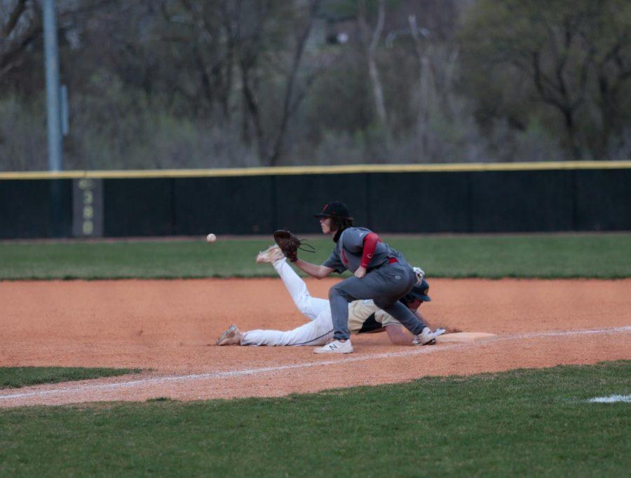 PHOTO+GALLERY%3A+Junior+Varsity+Baseball+vs.+Elkhorn+South